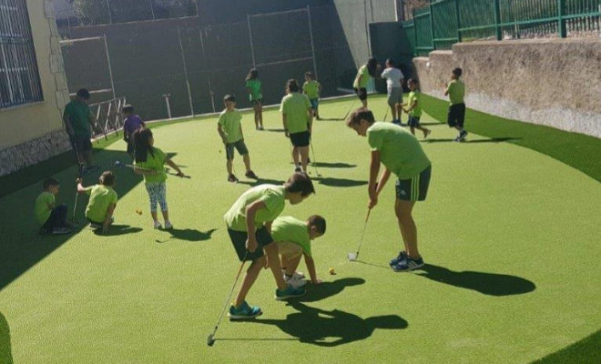 putting green de un colegio