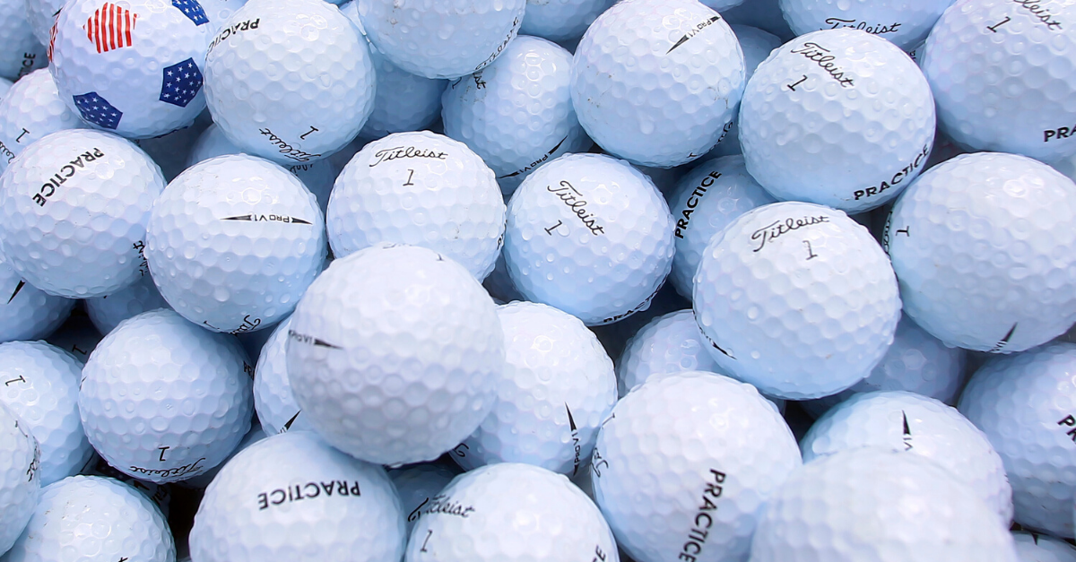 Hoyuelos en las bolas de golf: motivos y ventajas