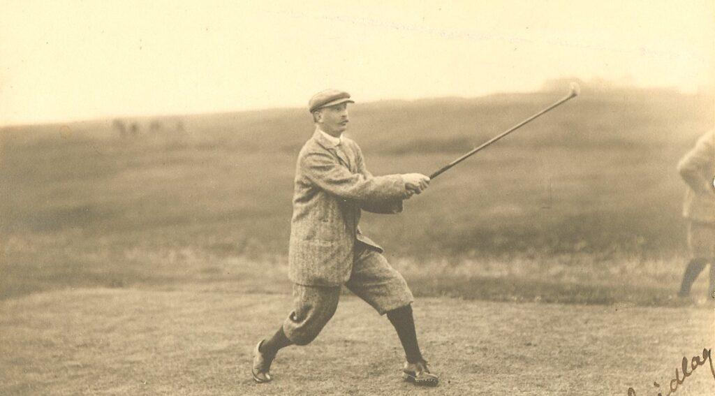 jugador de golf usando el grip overlay suyperpuesto