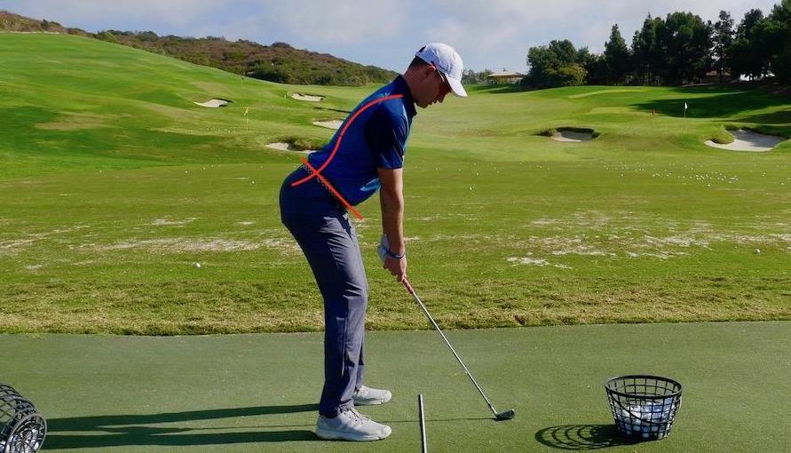 Impacto de bola: mantén el ángulo de espalda.